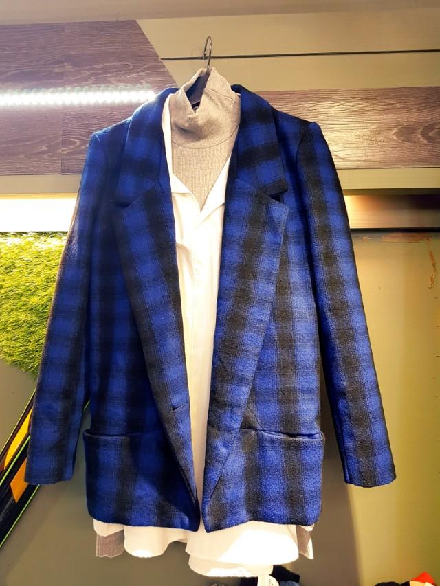 日本帶回 寒冬款 羊毛藍格短大衣 羊毛呢藍格超帥的  只買到一件 m號 超推的 顏色很好看  賣光光 日幣一萬八  售1999 只有一件  #princeh社團+1