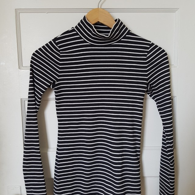 A&F RIBBED TURTLE NECK SWEATER