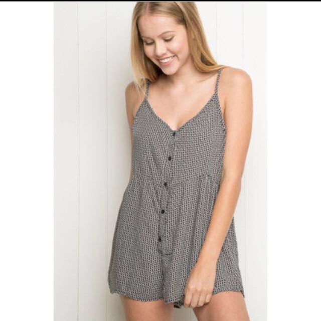 ab1688b5681 AUTHENTIC BRANDY MELVILLE KIMIA ROMPER