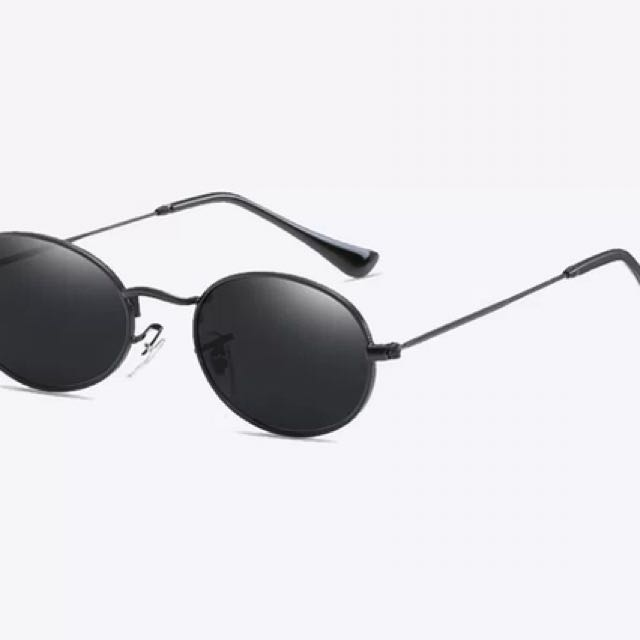 Black round frame shades