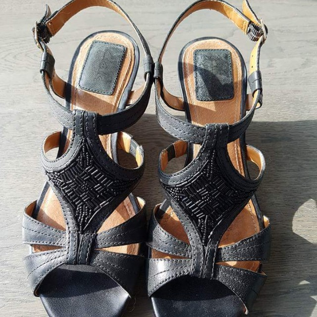 Like New Clarks Bendable Wedges - Size 8