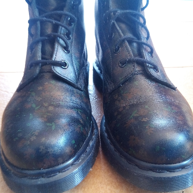 f8e239083 Limited Edition Dr Martens to let go