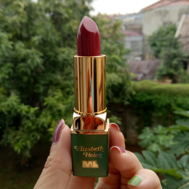 Lipstick Made in Saudi Arabia