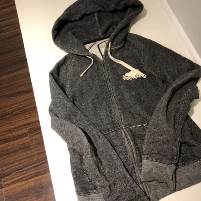 Roots Sweater Size M