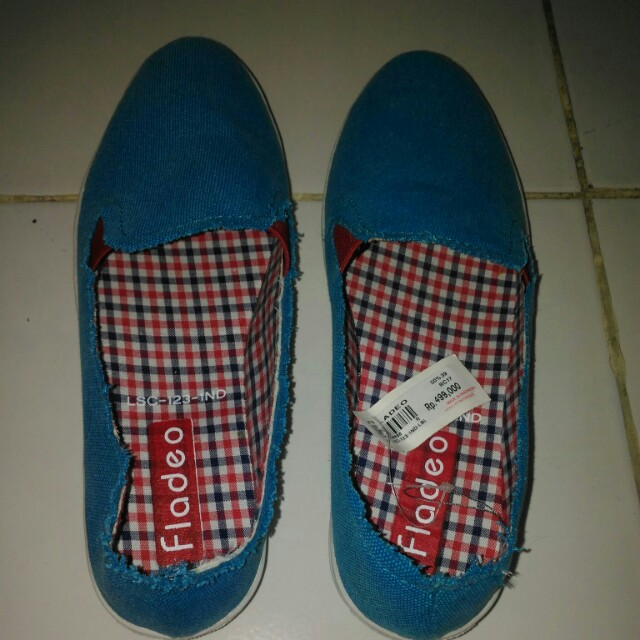 Sepatu Slip On Biru Fladeo