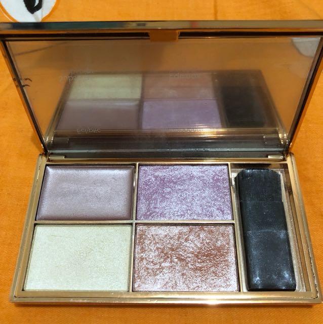 Sleek highlighter palette