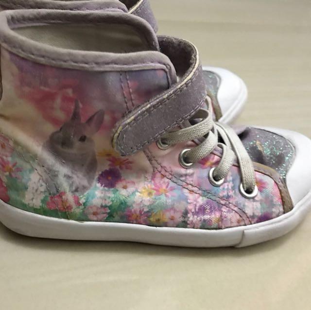 Sneaker rabbit