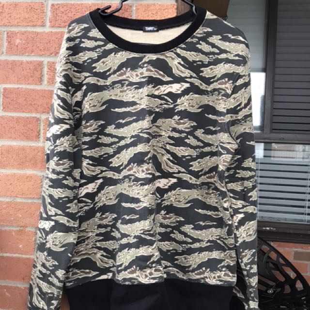 TNA over sized camouflage sweat shirt. Size -L