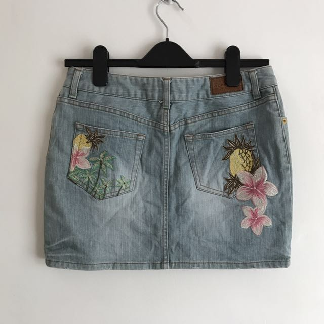 Tommy Hilfiger Jeans Skirt with Tropical Embroidery