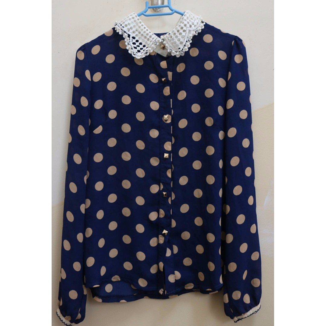 wear both side polka dotted shirt