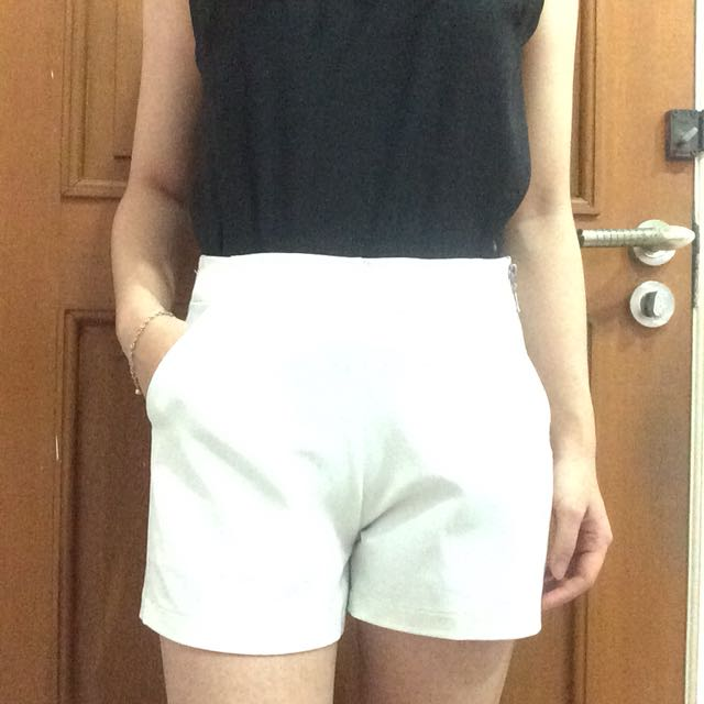 White Highwaist Short Pants