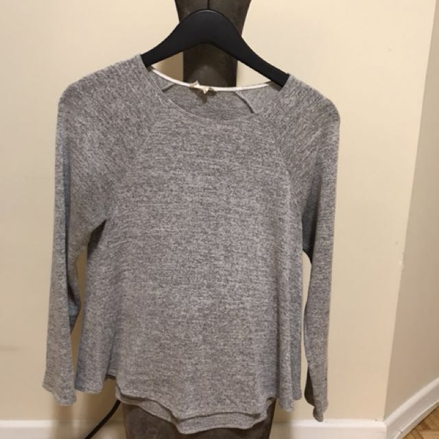 Wilfred Free jersey knit top with 3/4 sleeves.  Size- small