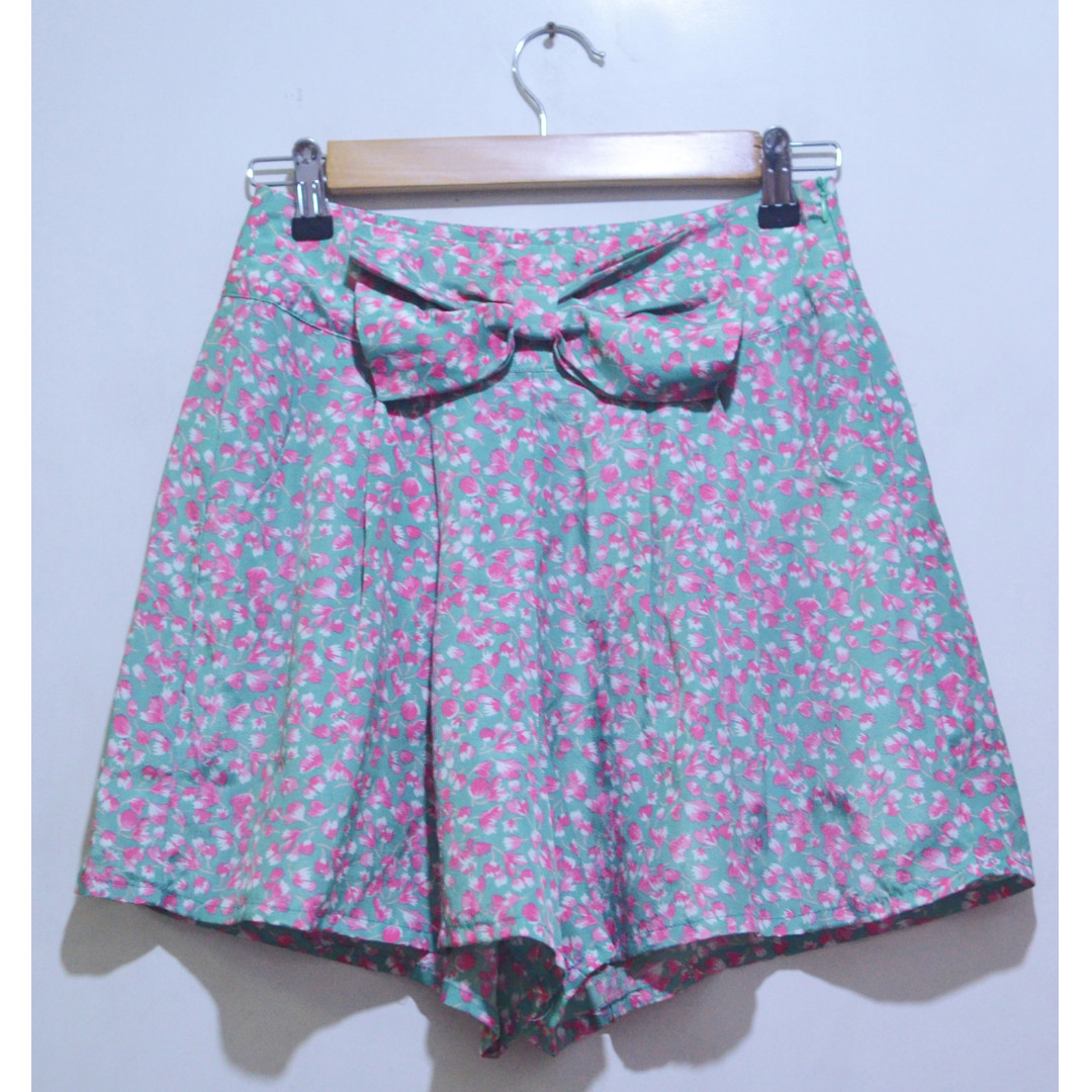 YUMI Bowtie Floral Flowy Shorts