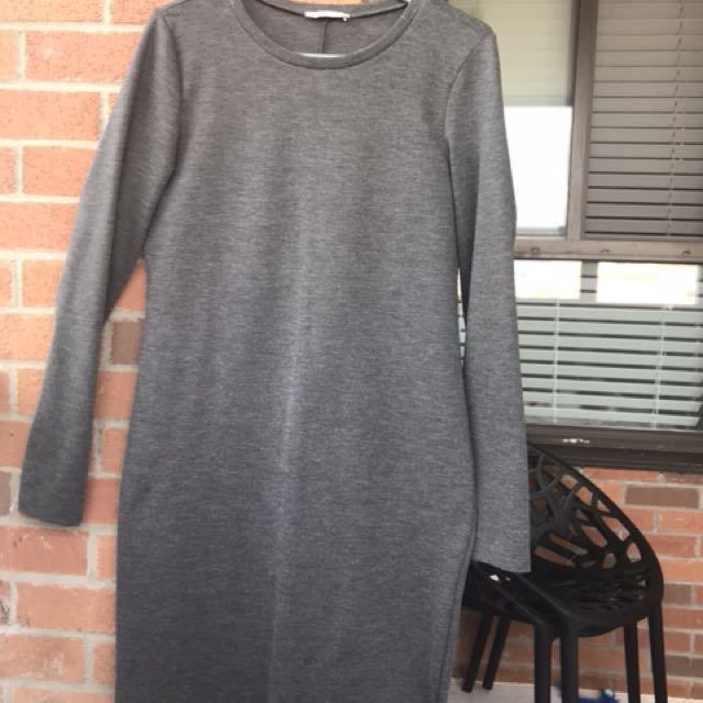Zara grey fitted dress size- large ( fits small more like medium)