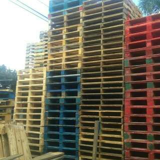 For sale wooden pallet and palochina