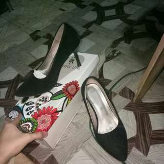 Black shoes high heels