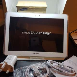 Samsung galaxy tab2..10.1 inc 16gb only Wi-Fi   original  Open line %100 working good No issues no problem  In good condition complete  %98 New so clean.......799 HKD