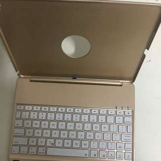 9.7 inch iPad Pro keyboard case for sale!