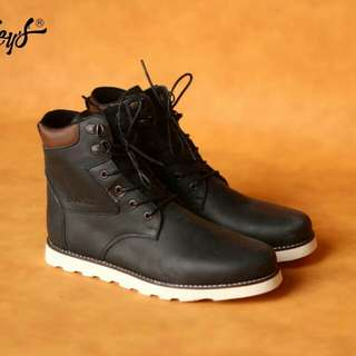 size 39-43 Bradley's Necros Black Material Pull Up Leather
