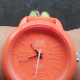jam tangan Q&Q (orange)