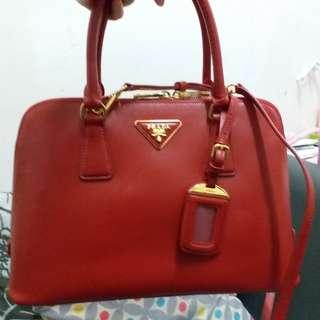 公司抽獎禮品Prada 紅色十字紋貝壳包