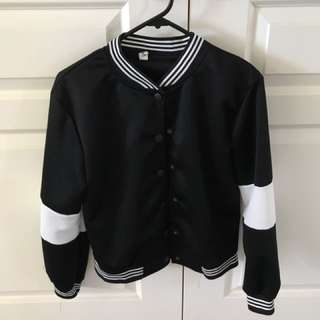 Black & white solid-tone buttoned bomber jacket