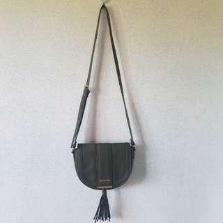 Kenneth Cole Reaction Sling Bag