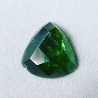 Green raw facetted tourmaline