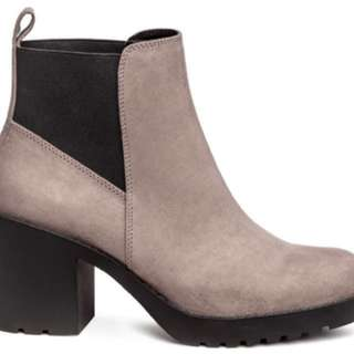 LOOKING FOR: h&m ankle platform boots