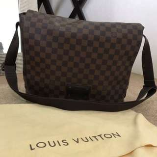 Louis Vuitton messenger bag Large