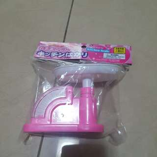 Kitchen weighing scale toy