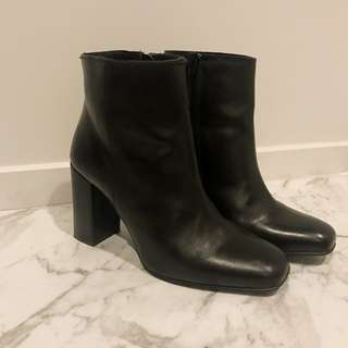Gorgeous 90s style boots