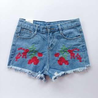 Embroidered HW mom shorts