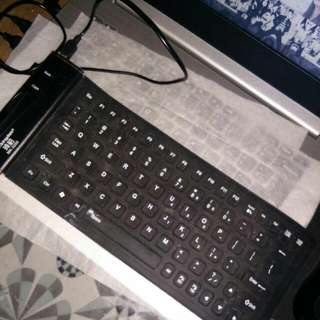 Portable Keyboard Karet Hitam