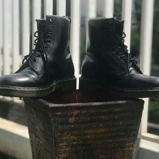 Sepatu DR.MARTENS