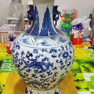 Chinese Vase  yong zhen dragon