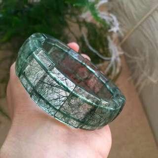 特價 3600不議價 手慢️罕見綠髮晶手牌,晶體乾淨、髮絲密,牌形工正,規格: 20*15*7mm,重60克