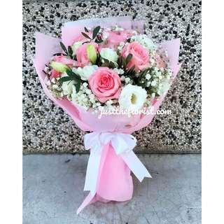 Pink roses with white eustoma