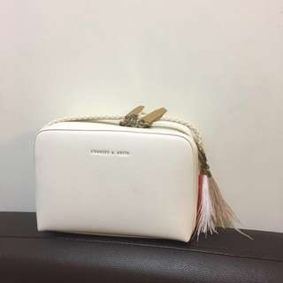Charles and Keith Cross Bag 羽毛裝飾斜背包 斜孭袋