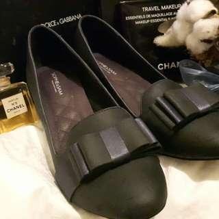 🚚 非常有設計感的真皮低跟包鞋