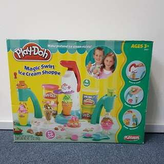Play-Doh Magic Swirl Ice Cream Shoppe Set