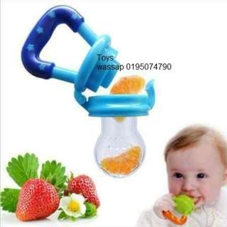 Silicone Food Feeder - M size Puting