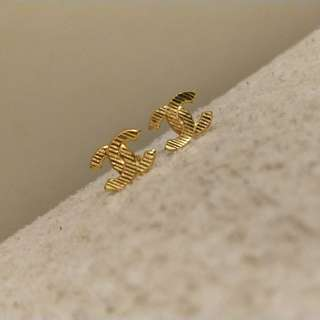 916 Gold Chanel Ear Stud