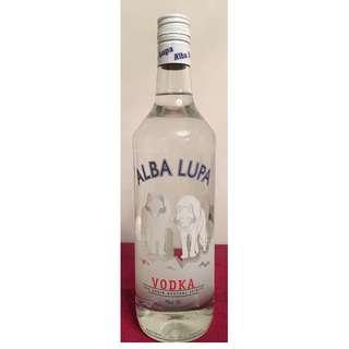 ALBA LUPA Vodka 法國制造 1 L ( 無盒 )