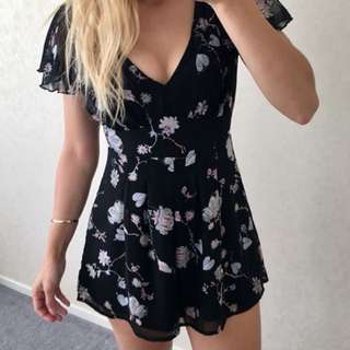 BLACK FLORAL PLAYSUIT SZ 6 EXC COND