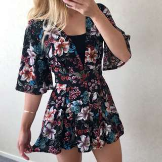 PLAYSUIT SIZE 6 FLORAL BLACK AS NEW COND