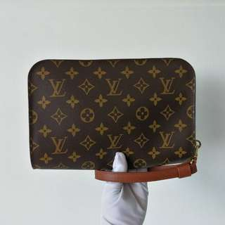 Authentic Louis Vuitton Monogram Clutch