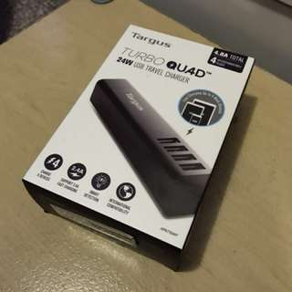 Turbo QUAD USB 旅行充電器