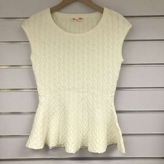 OL Off white knitted Top 全新挺身料米白色上衣