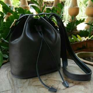 Vintage COACH drawsting bucket slingbag